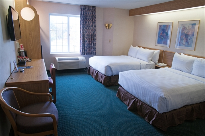 Charlevoix hotel room